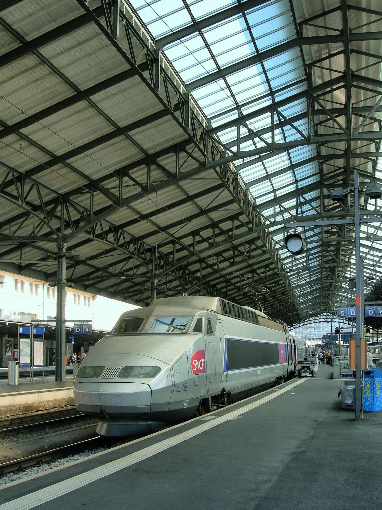 in lausanne the tgv lyria 9268 is about to leave to paris rail. Black Bedroom Furniture Sets. Home Design Ideas