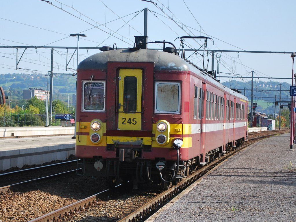L train Jemelle-Herstal is calling at Angleur station in October 2010.