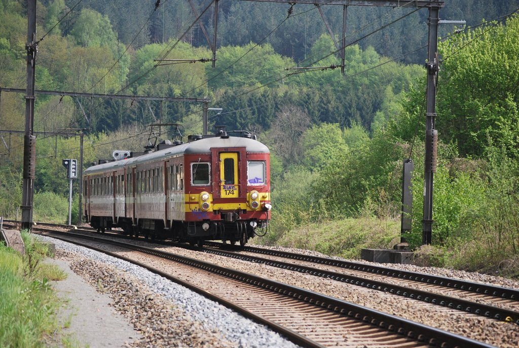 L train running between Verviers-Central and Liège-Palais, past Goffontaine in May 2010.