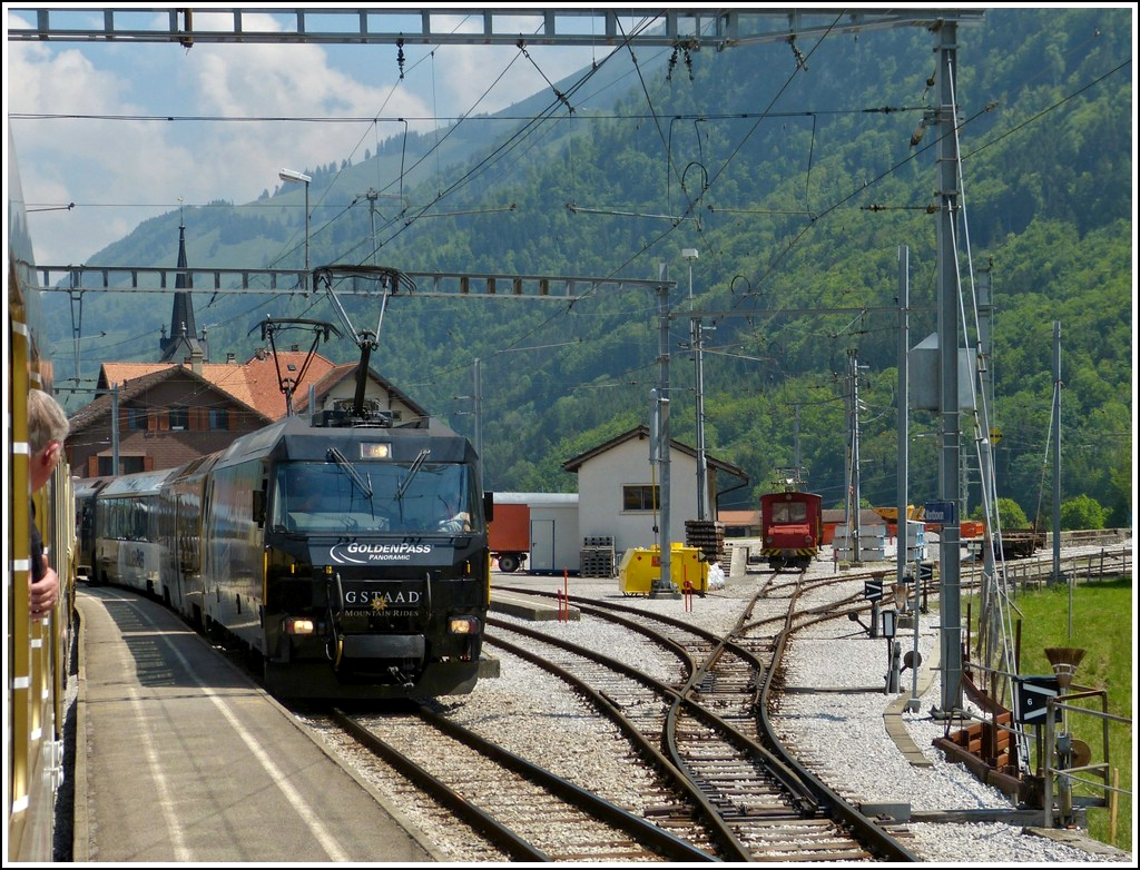 Meeting of two Goldenpass trains in Montbovon on May 25th, 2012.
