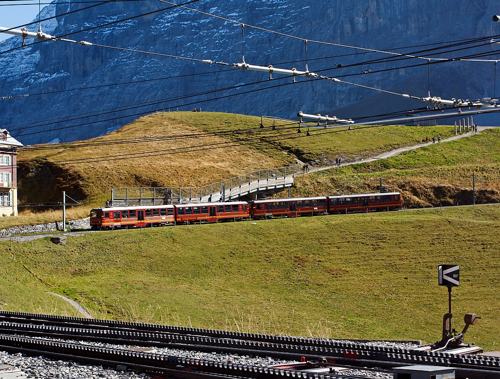 Multiple Unit (2-coupled BDhe 4 / 8) of the Jungfrau Railway in front railcar No. 214 behind 211 on 02.10.2011 has leave the station Kleine Scheidegg (2064 m above sea level), and go up to the Jungfraujoch.
