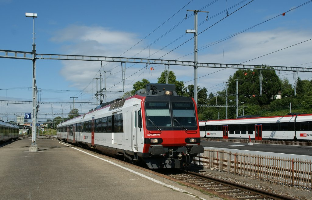 NPZ to Yverdon is arriving at Payerne. 