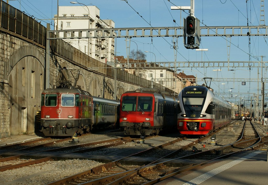 Parade in the Neuchatel station: Re 4/4 II, NPZ and TRN/RTV Flirt. 