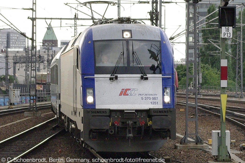 polish PKP-Intercity locomotive 5 370 007 1251 with EuroCity 47 from Berlin Main Station to Warszawa Wschod.