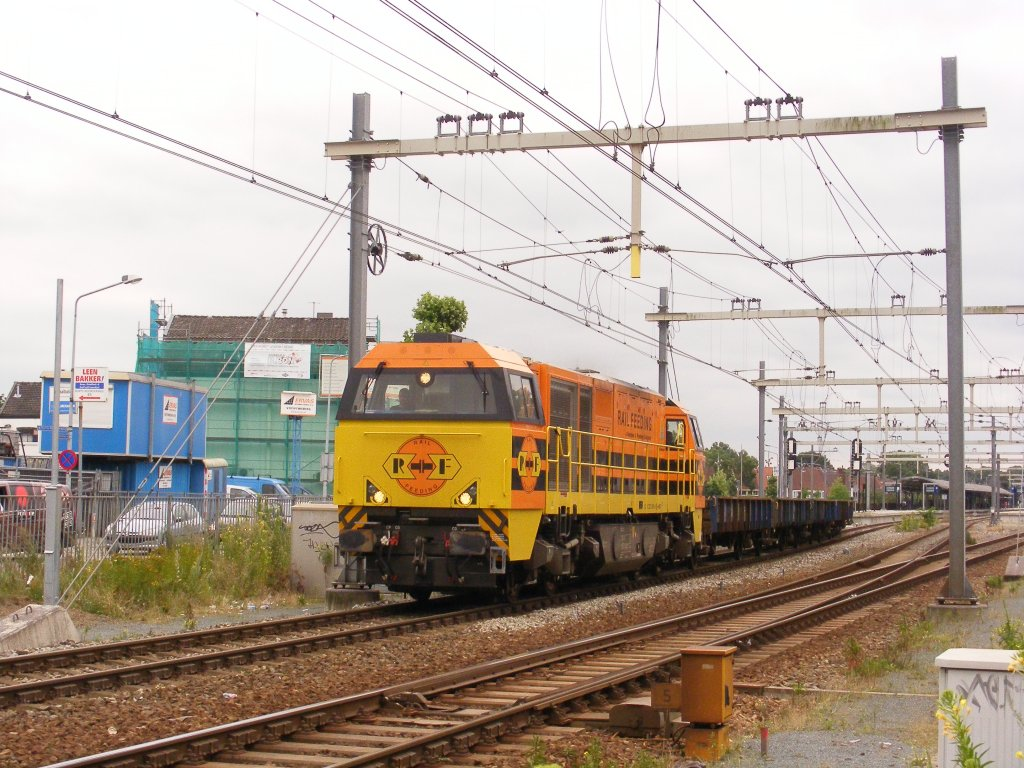 Rail Feeding G2000 1101 passing by Hilversum with long prorail-Kls-wagons Freighttrain probably to Bonder Maarssen 19.7.12
