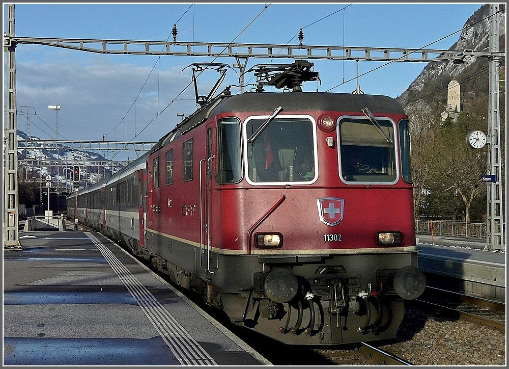 Re 4/4 II 11302 is arriving at the station of Sargans on December 22nd, 2009.