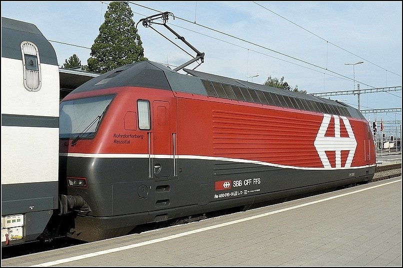 Re 460 015-9 is going to leave the station of Spiez on August 1st, 2008.