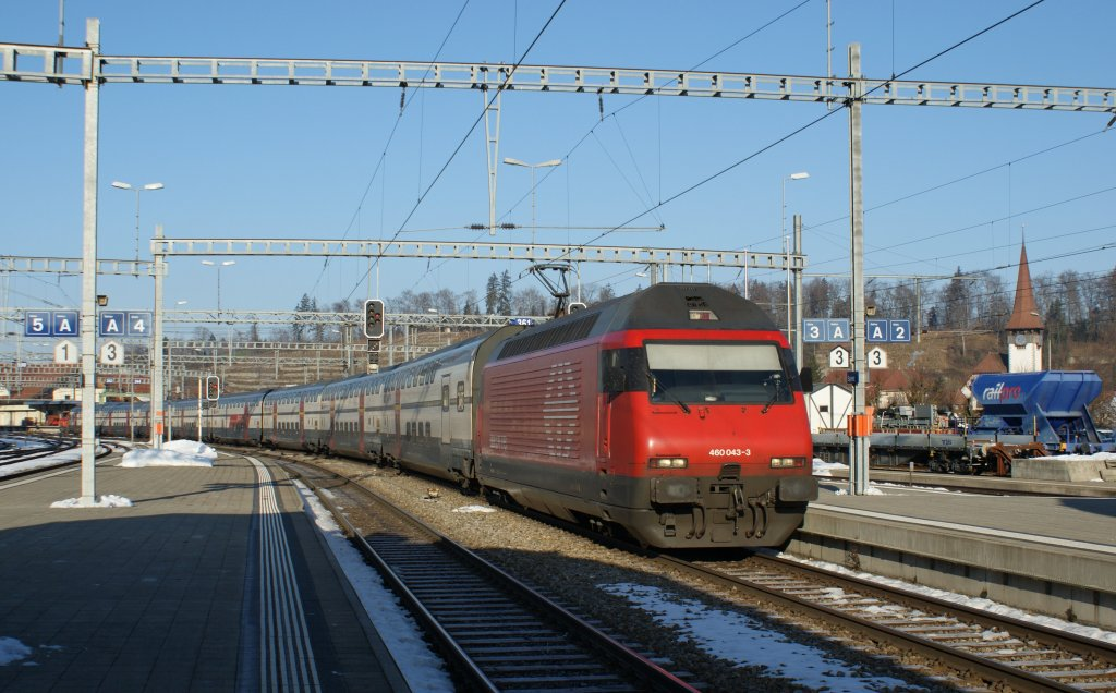 Re 460 with a IC in Spiez. 