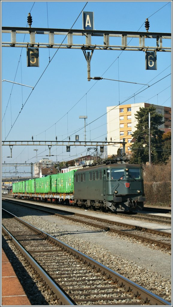 SBB Ae 6/6 11513 with a rubbish train in Renens VD 02.03.2012