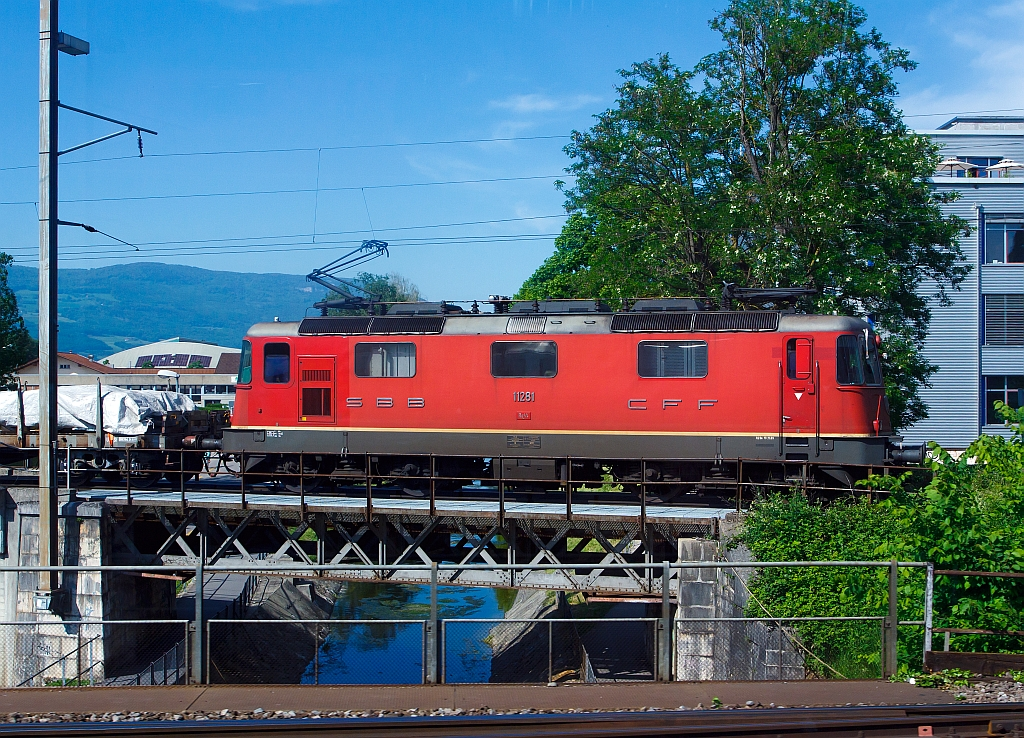 SBB Re 4/4 II (Re 420) 11 281 runs on 25.05.2012 at Neuchâtel, taken from a moving ICN.