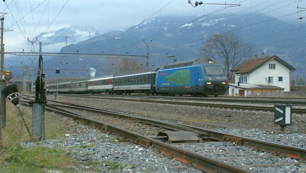 SBB Re 460 with IR in st-Triphon. 