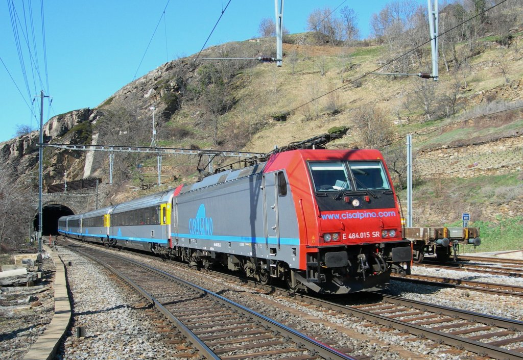 SBB Re 484 015 with CIS service to Milano in Ausserberg.