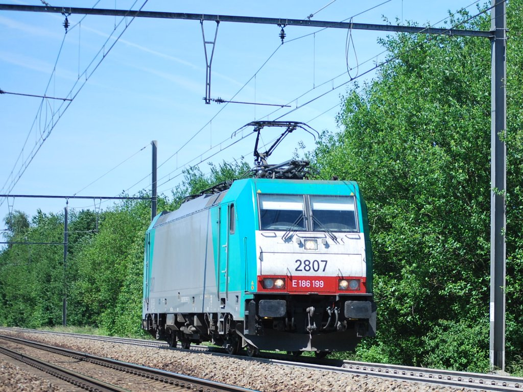 SNCB electric engine n° 2807 on line 24 towards Montzen in June 2011.