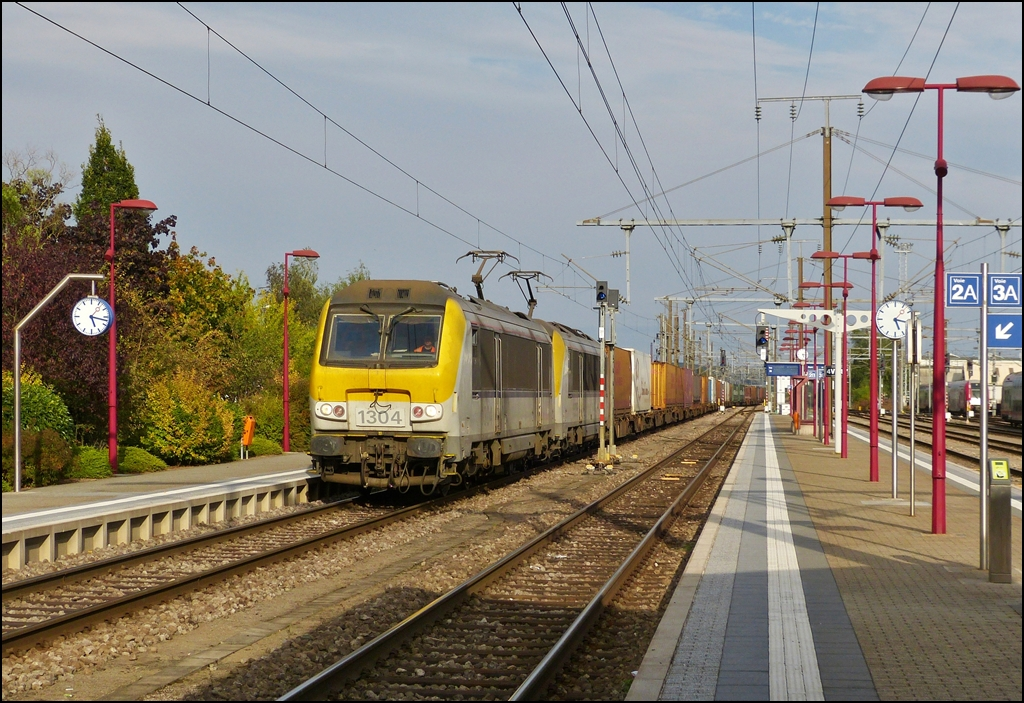 SNCB HLE 1304 and 1305 are hauling a freight train through the station of Pétange on September 23rd, 2012.