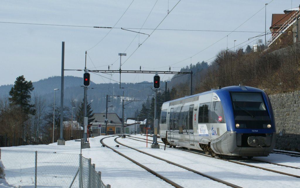 SNCF local train from Besançon is arriving in Le Locle.