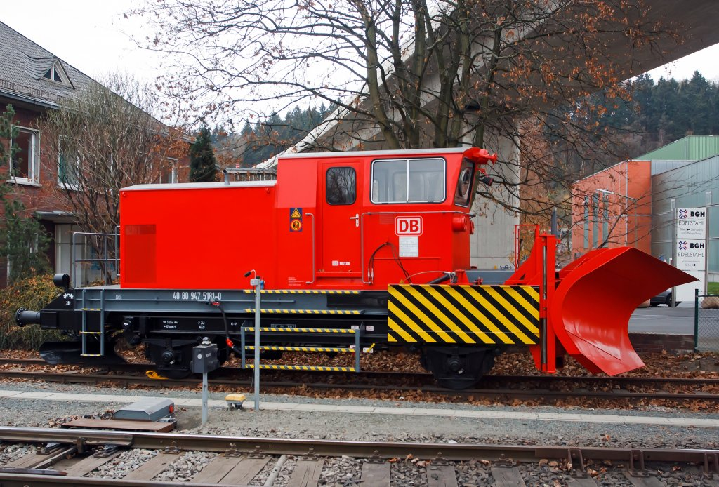 Snow plow BA 851 (made by Beilhack) of the DB Netz AG, heavy auxiliary vehicle 40 80 947 5181-0, here parked on 26.11.2011 in Siegen-Eintracht.