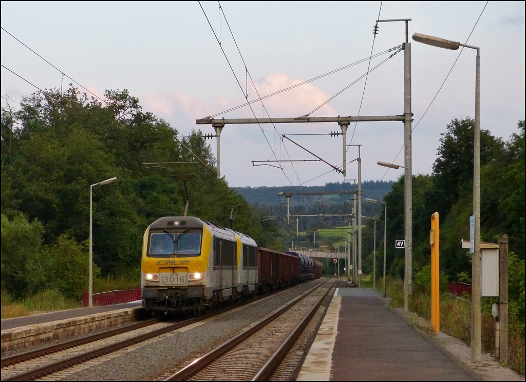 Série 3000 double header is hauling an empty coal train through the station of Wilwerwiltz in the evening of August 21st, 2012.