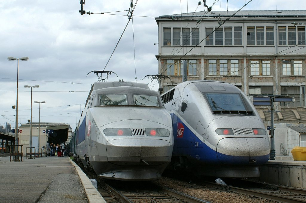 tgv lyria on the left to lausanne and bern in paris gare de lyon on the right site waits a. Black Bedroom Furniture Sets. Home Design Ideas