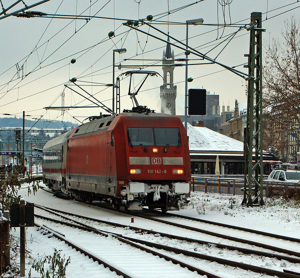 The 101 142-8 with the IC 2370  IC Schwarzwald  (Black Forest) on 08.12.2012 in Kontanz towards Hamburg-Altona.
