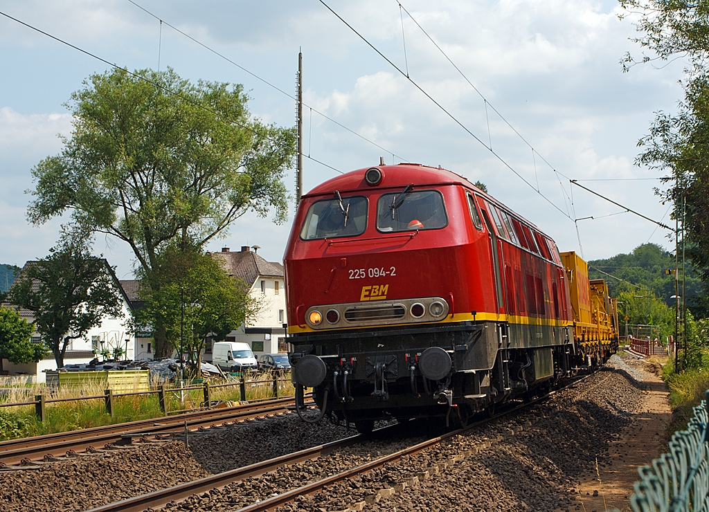 The 225 094-2 of the EBM Cargo (Gummersbach), ex DB 225 094-2, ex DB 215 094-4 here in work train service on 13.07.2013 in Katzenfurt (Lahn-Dill-Kreis), at the KBS 445 (Dillstrecke) at km 139,2.