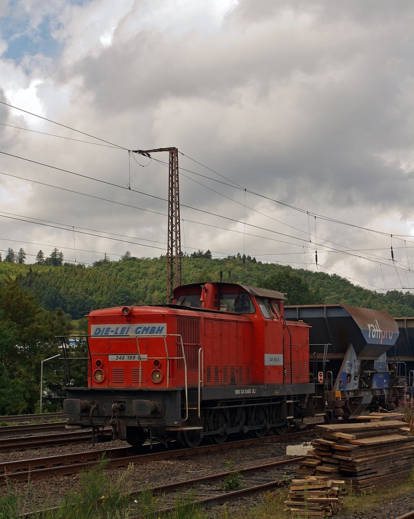 The 345 159 8 (ex DR 105159-8) of the Die-Lei-GmbH (Kassel) with crushed stone train  (Fccpps of the Railpro (NL)) at the 05.08.2011 in Siegen (Kaan-Marieborn). The locomotive of the type V 60 D (East) was built in 1982 under the serial number 17685 from the LEW 17685. She has a power of 478 kW = 650 hp.
