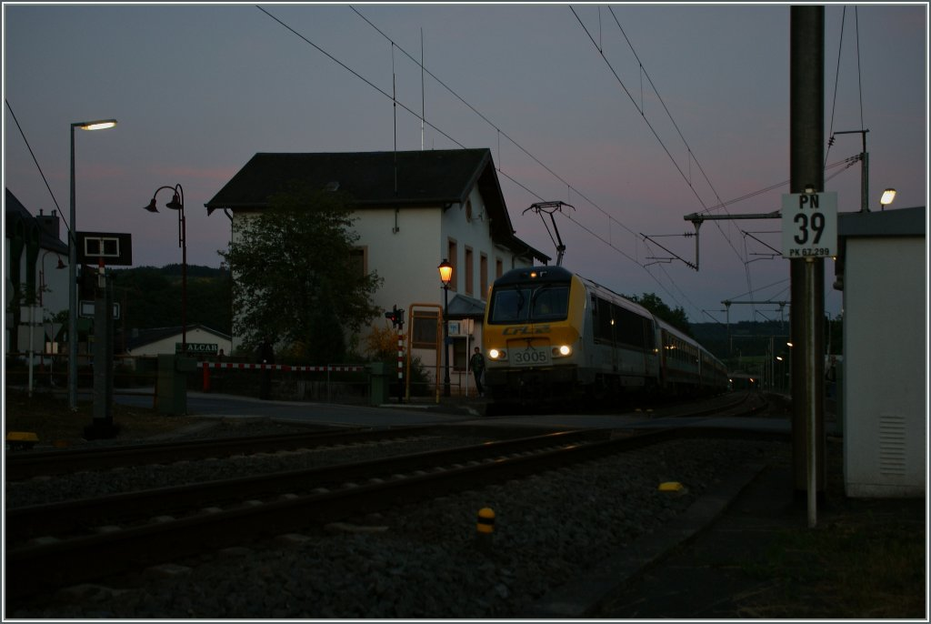 The CFL 3005 with his IR 122 to Liers in the last daylight in Wilverwiltz. 14.05.2013