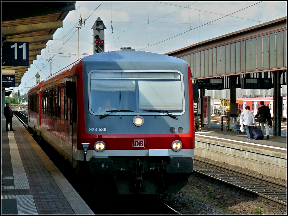 The diesel multiple unit 628/928 489 taken at the main station of Trier on June 22nd, 2009.