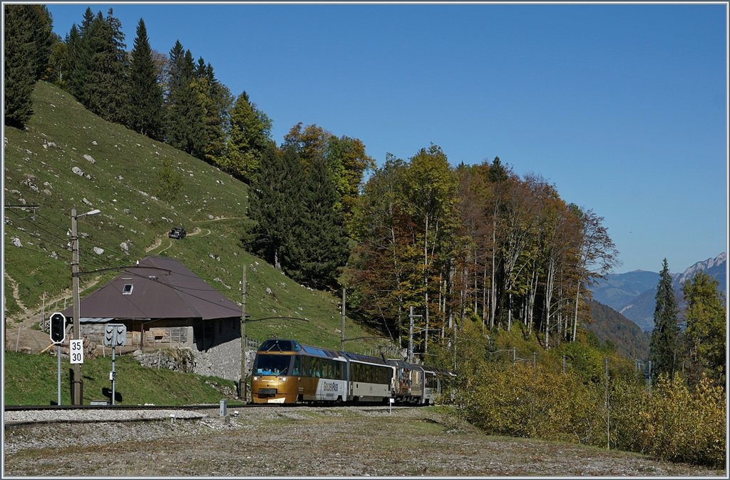 The GoldenPass Panoramic Express in Les Cases.
