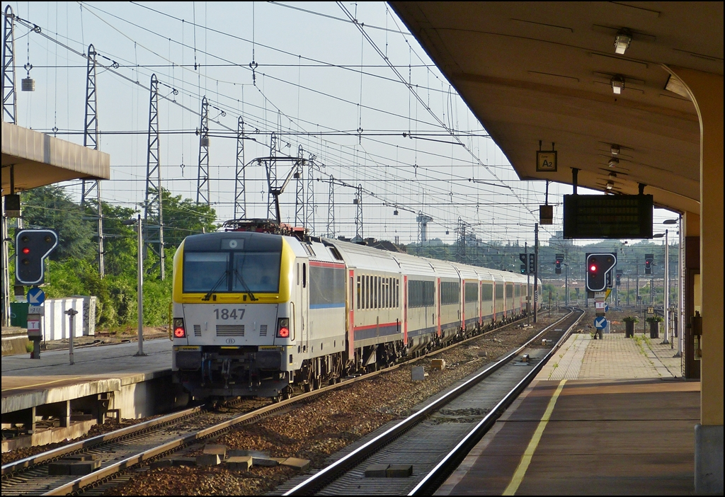 The HLE 1847 is pushing a IC A Oostende - Eupen out of the station Bruxelles Nord on June 23rd, 2012.