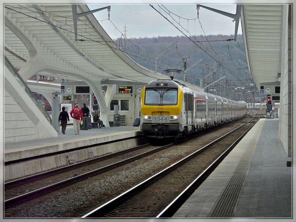 The IC A Eupen - Oostende is arriving in Liège Guillemins on March 28th, 2010.