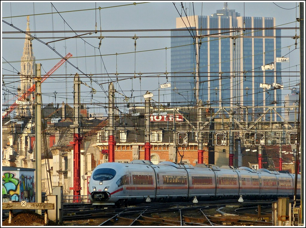 The ICE unit 4607  Hannover  is arriving in Bruxelles Midi on March 23rd, 2012.