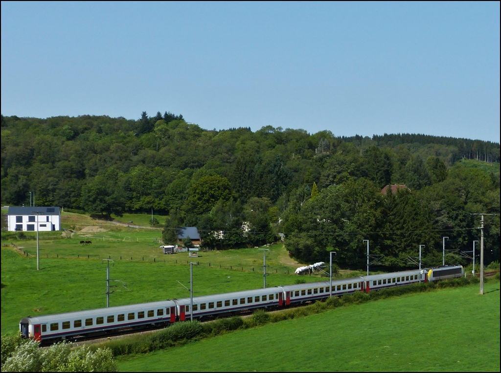 The IR 112 Luxembourg City - Liers is running through Wilwerwiltz on August 19th, 2012.