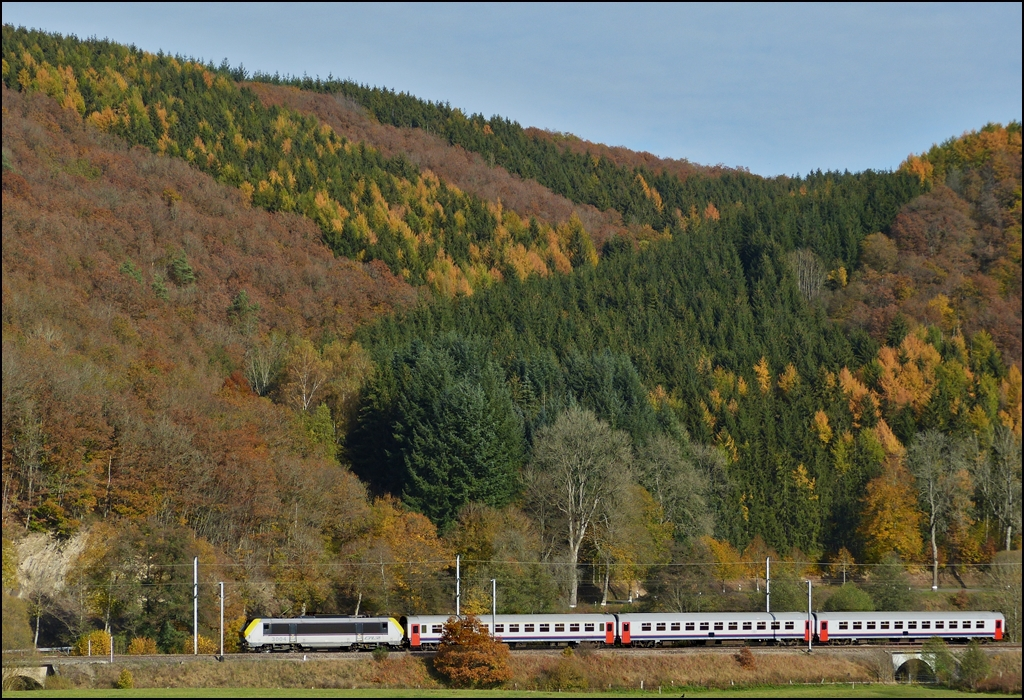 The IR 112 Luxembourg City - Liers is running through Drauffelt on October 22nd, 2012.