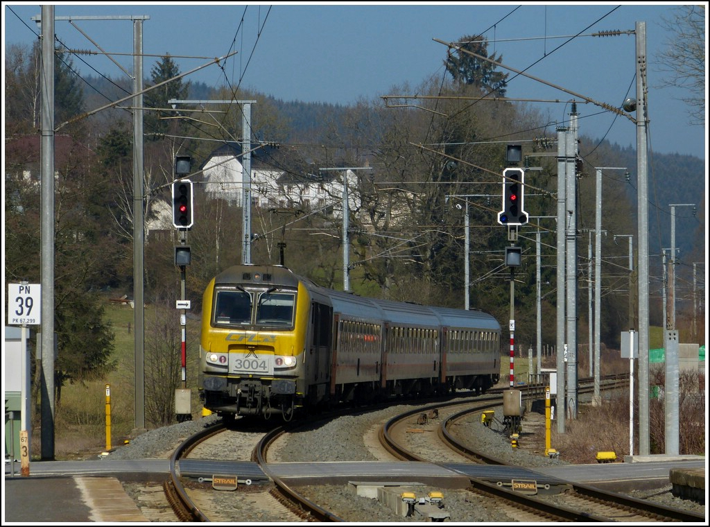 The IR 113 Liers - Luxembourg City is arriving in Wilwerwiltz on March 15th, 2012.