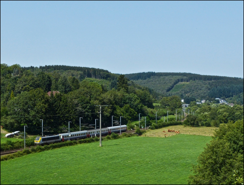 The IR 115 Liers - Luxembourg City is running between Enscherange and Wilwerwiltz on August 19th, 2012.