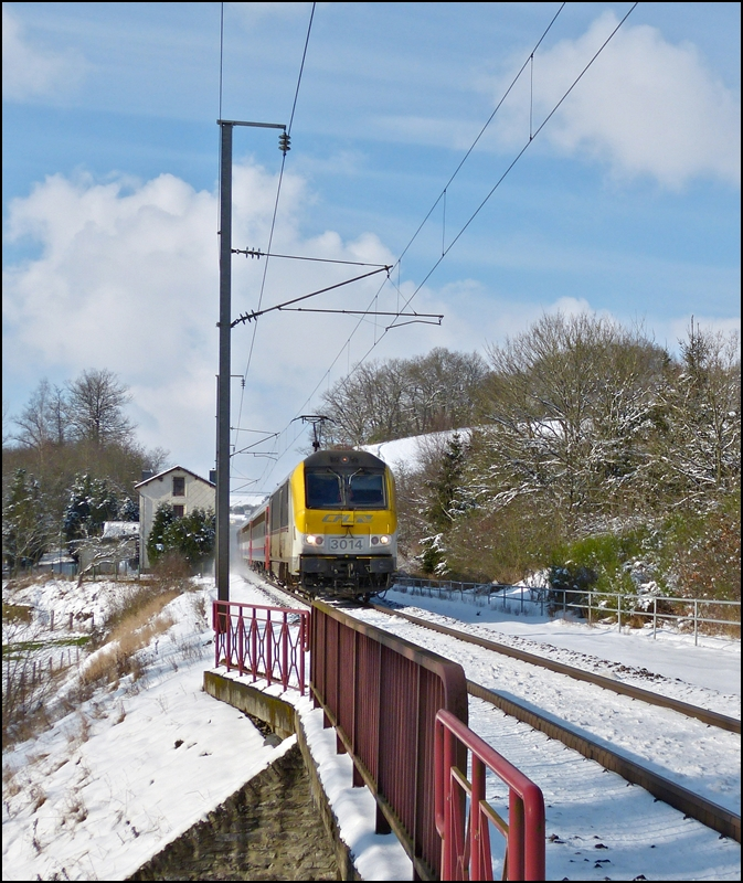 The IR 115 Liers - Luxembourg City is running between Cinqfontaines and Maulusmühle on February 9th, 2013.