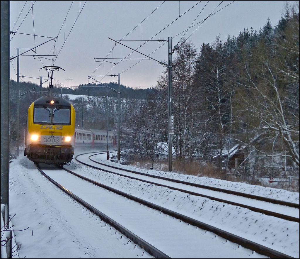 The IR 117 Liers - Luxembourg City is running through Enscherange on December 7th, 2012.