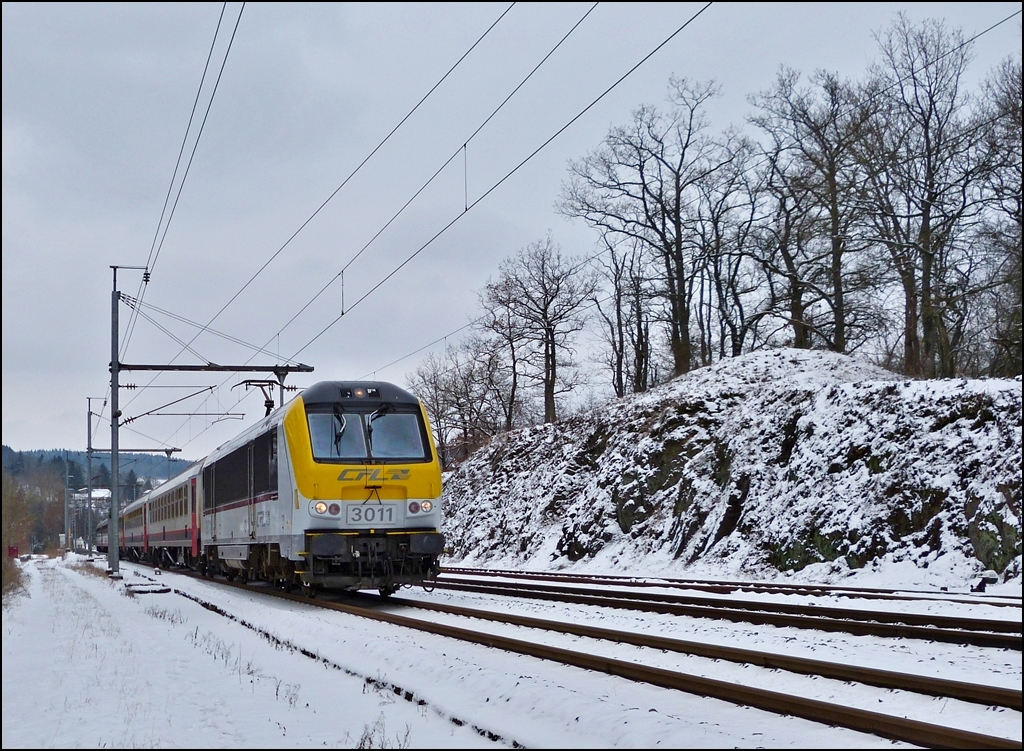 The IR 117 Liers - Luxembourg City is leaving the station of Wilwerwiltz on January 18th, 2013.
