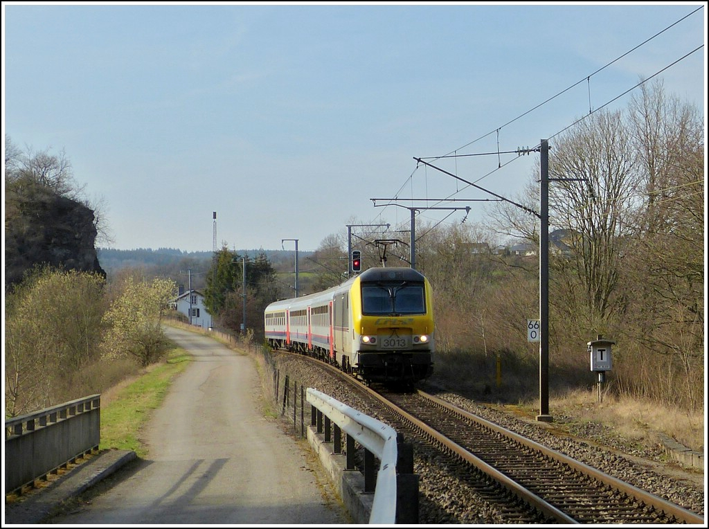 The IR 119 Liers - Luxembourg City is running through Lellingen on March 27th, 2012.