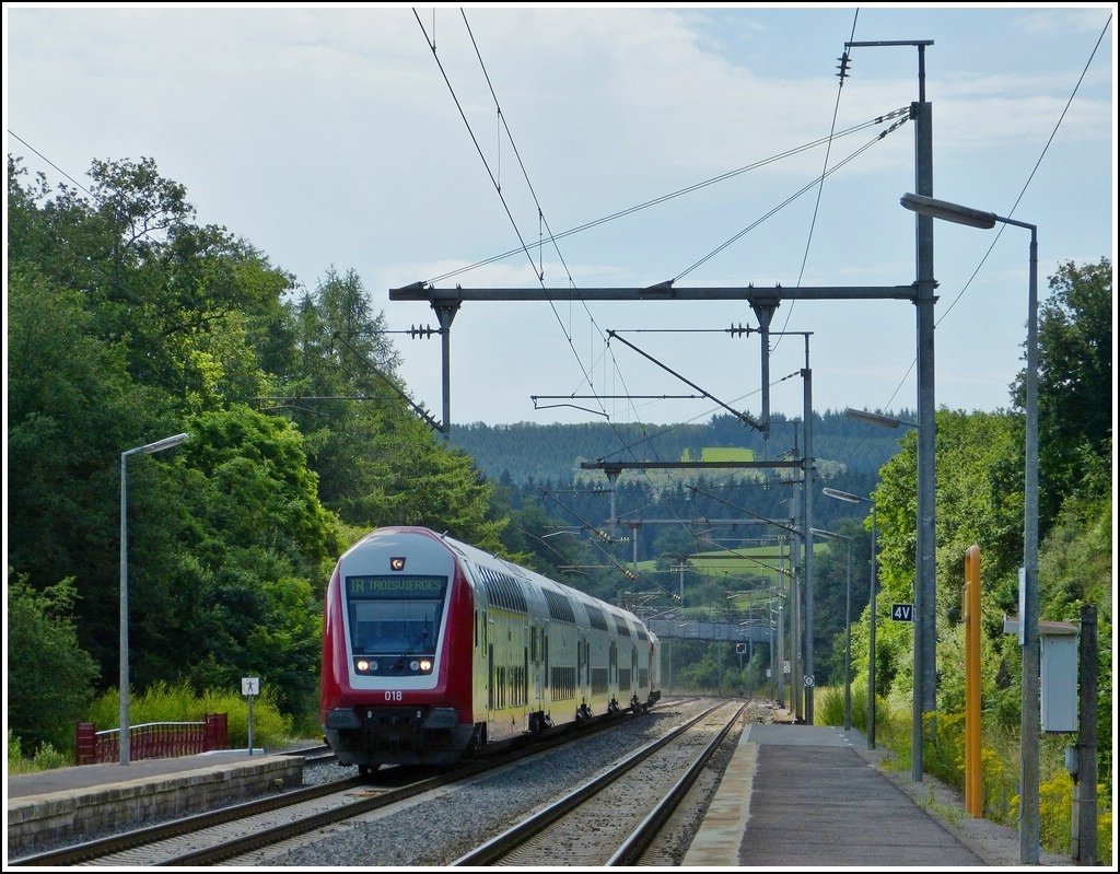 The IR 3710 Luxembourg - Troisvierges is arriving in Wilwerwiltz on July 3rd, 2012.