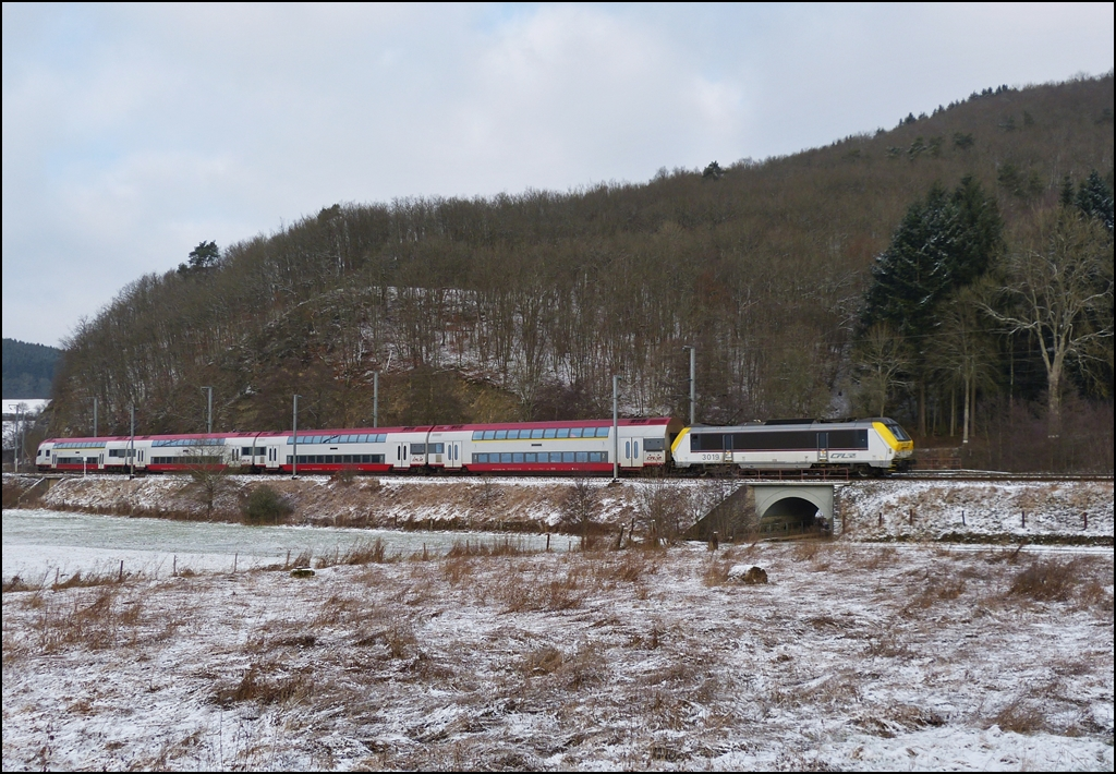 The IR 3737 Troisvierges - Luxembourg City is running through Drauffelt on January 14th, 2013.