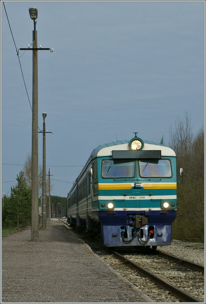 The morning train service from Tallinn is arriving at Pärnu. 