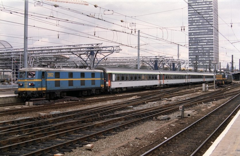 The old 2802 locomotive shunting with some SNCF wagons in Brussel-Zuid summer 1994.