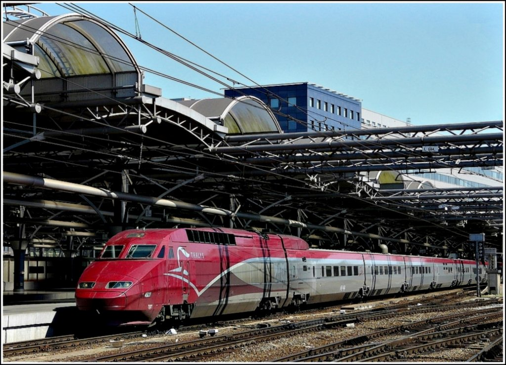 The PBA Thalys 4537 is waiting for passengers in Bruxelles Midi on May 30th, 2009.