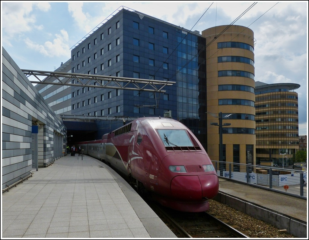 The PBKA Thalys unit 4302 is waiting for passengers in Bruxelles Midi on June 22nd, 2012.
