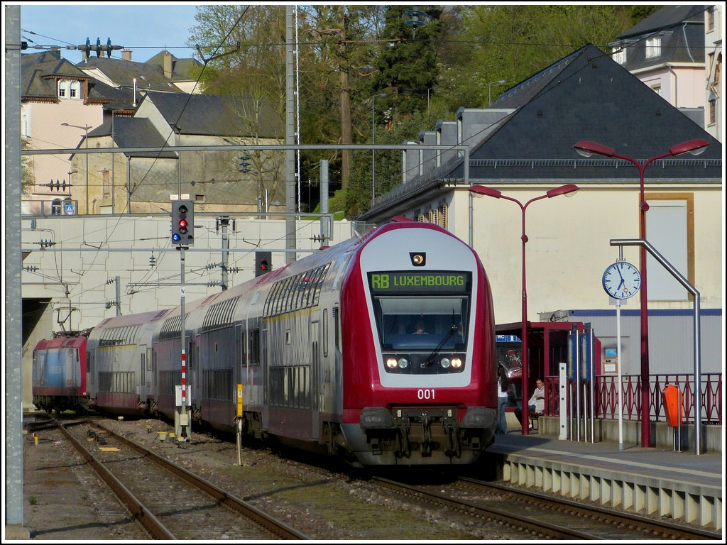 The RB 3217 Luxembourg City - Wiltz is entering into its final destination on April 29th, 2012.