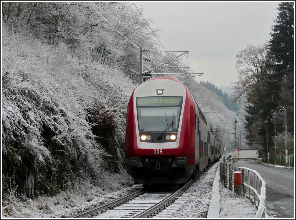 The RB 3238 Wiltz - Luxembourg City is arriving in Kautenbach on the cold December 25th, 2007.
