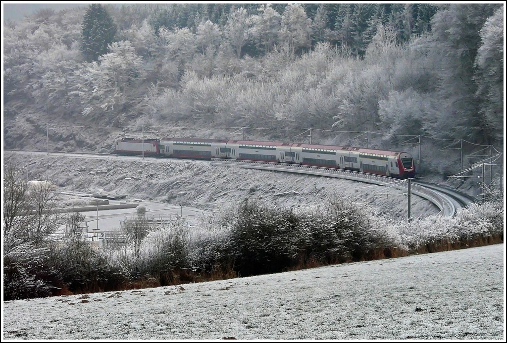 The RB 3241 Wiltz - Luxembourg City is running between Wiltz and Kautenbach on December 24th, 2007.