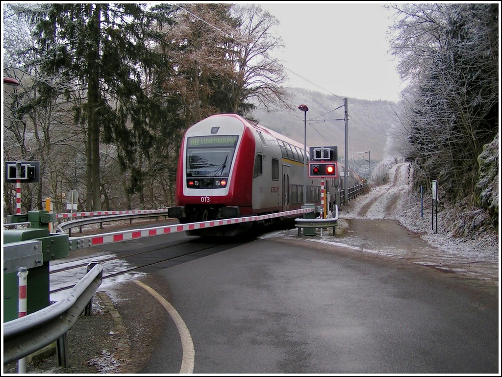 The RB 3339 Wiltz - Luxembourg City is running through Kautenbach on December 25th, 2007.