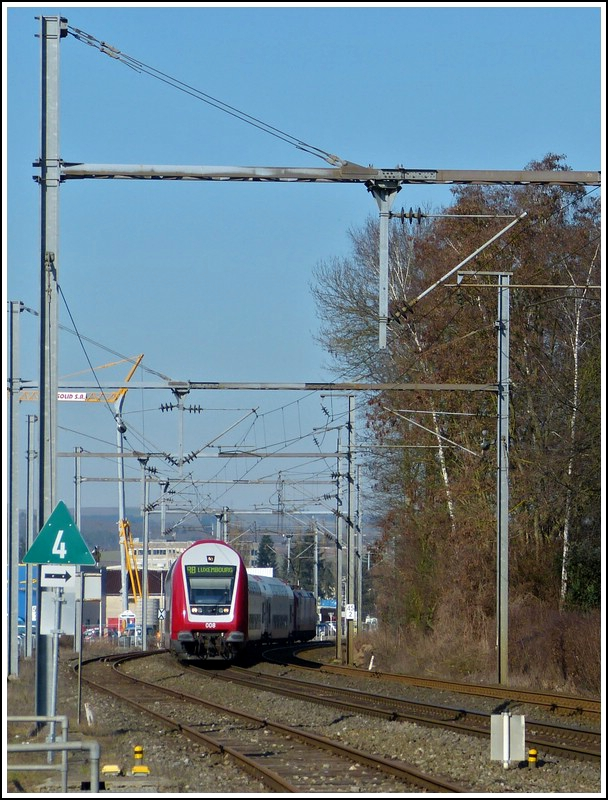The RB 3595 Wiltz - Luxembourg City is arriving at the stop Schieren on March 1st, 2012.